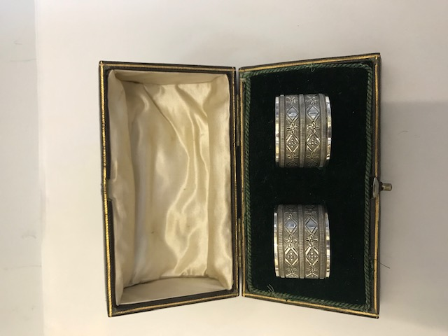 Antique Pair of Boxed Silver Plated Napkin Rings with Geometrically Engraved Rings Between a Simple Band